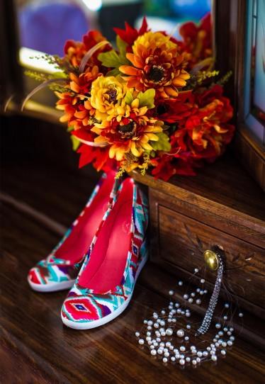 Brides bouquet flowers and shoes